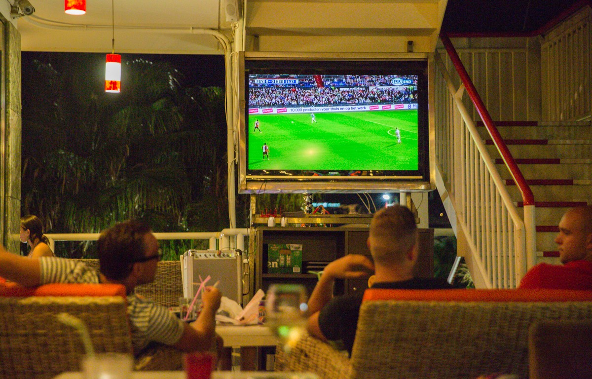 Voetbal kijken!